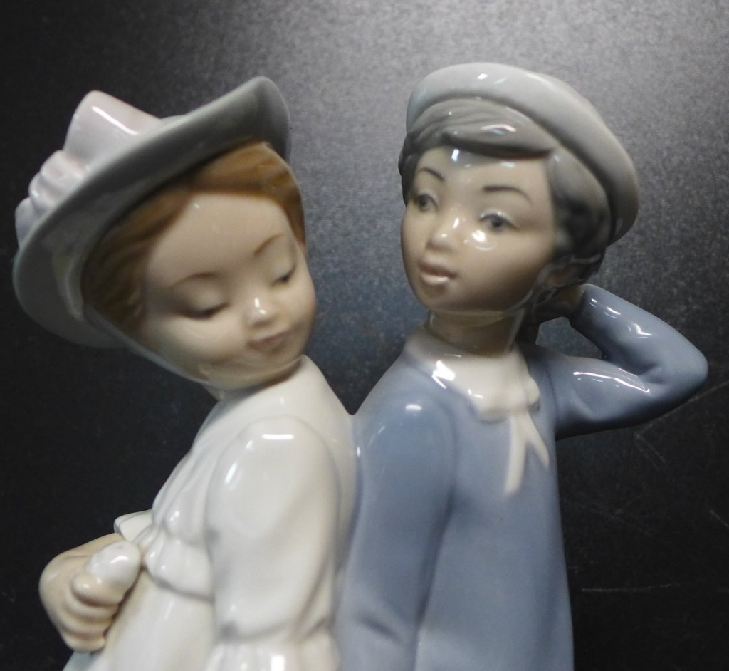 Lladro Figurine Boy and Girl Holding Hands - 2