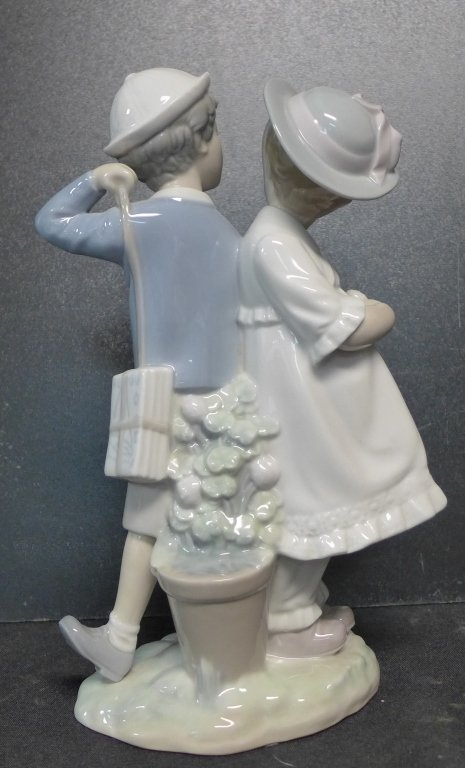 Lladro Figurine Boy and Girl Holding Hands - 4
