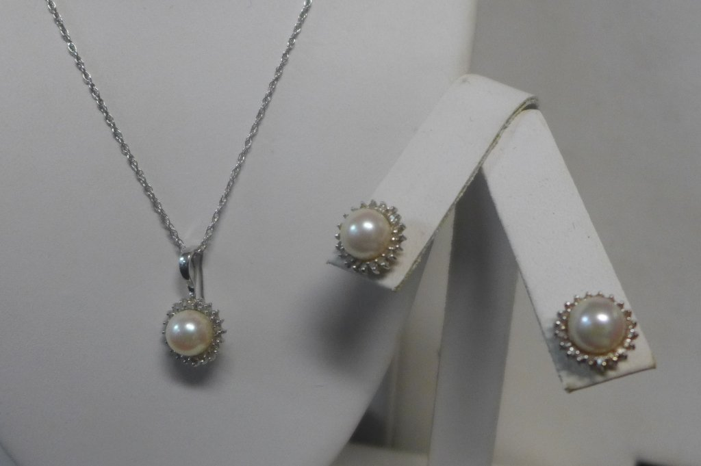 14 kt Gold, Diamond and Pearl Set
