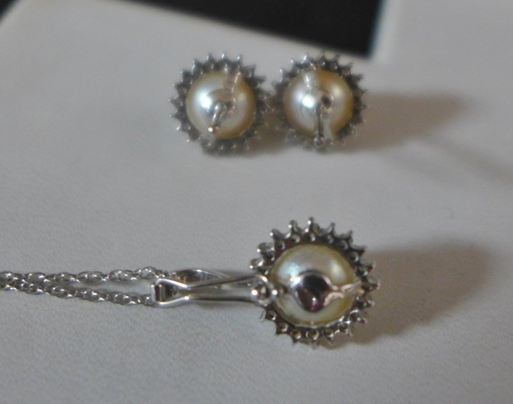 14 kt Gold, Diamond and Pearl Set - 3