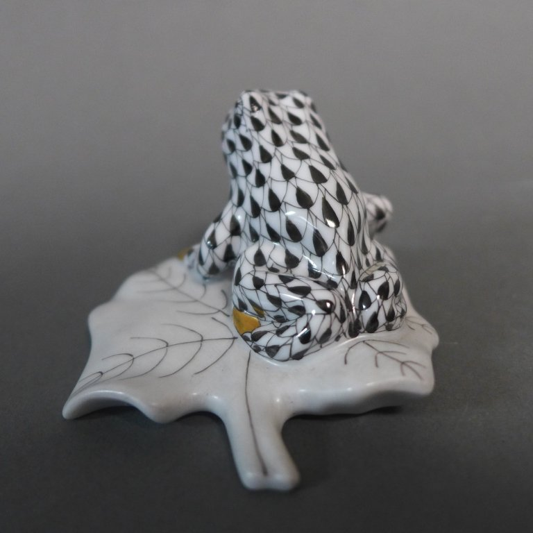 Herend Porcelain Frog on Lily Pad Figurine - 4