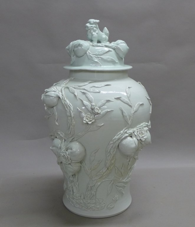 Chinese Porcelain Urn