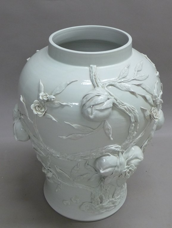 Chinese Porcelain Urn - 7