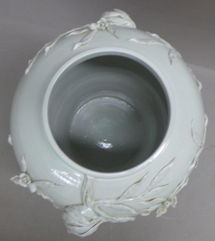 Chinese Porcelain Urn - 8