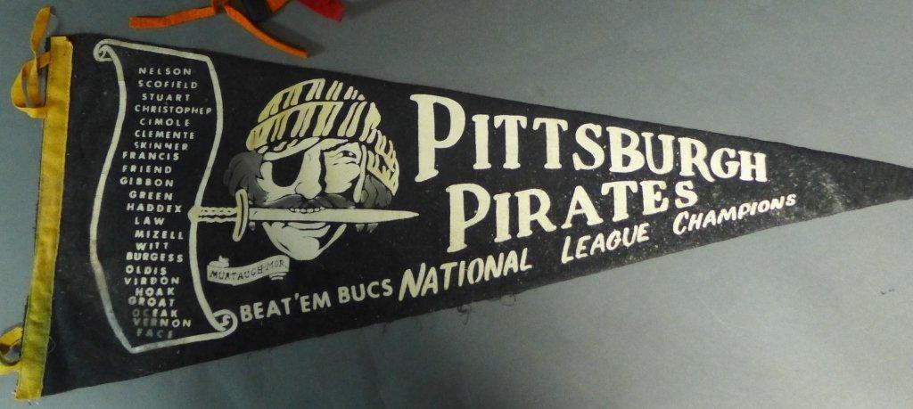 National League Vintage Baseball Pennant Flags - 3