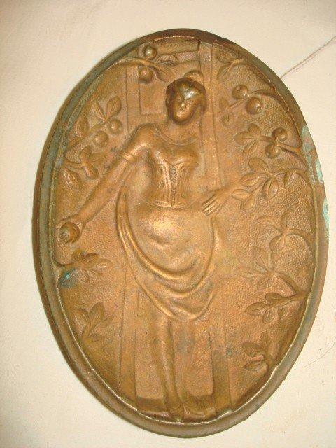 1016: Naughty Nellie pin tray, Bronze