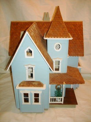 3: Vintage Blue Victorian Dollhouse, contents
