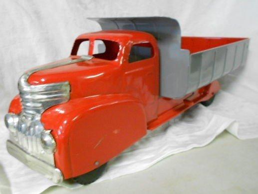 1002: Vintage Marx Lumar Dump Truck