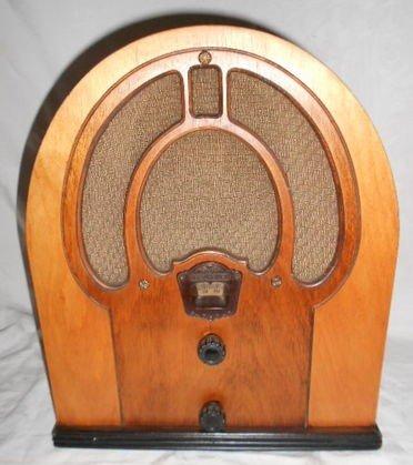 1005: Philco Jr. Tombstone Tube Radio