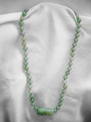 1021: Vintage Jade necklace, carved center bead