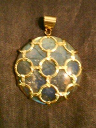 1013: 14k Gold & Labradorite pendant