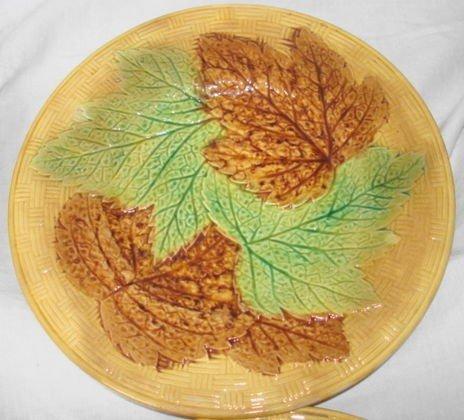 1020: Majolica plates, leaf decorated, 7 pc lot