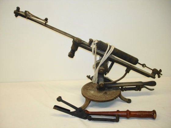 """1004: Remington Arms Co. """"Expert Trap"""" thrower"""