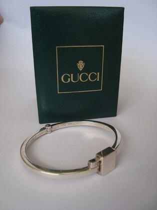 1009: Gucci Sterling silver bracelet, original box