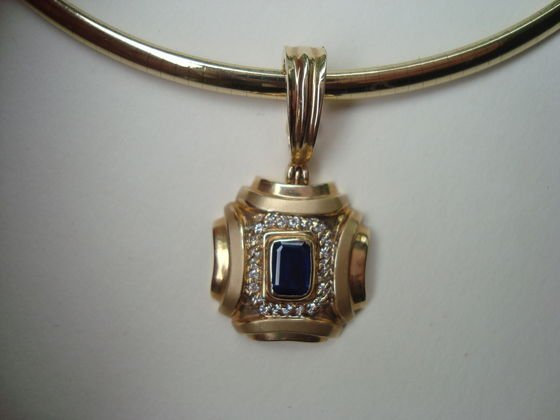 1013: 14k Gold necklace & drop  26.7 Grams