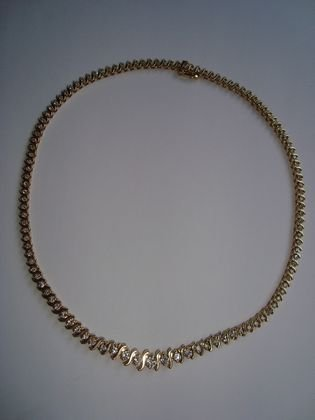 1013: 14K Gold and Diamond Necklace