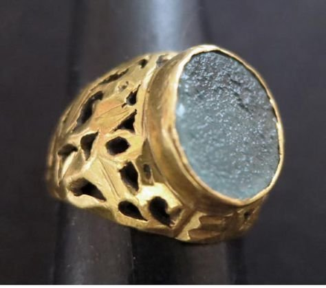 Antique Gold Ring With Roman Glass