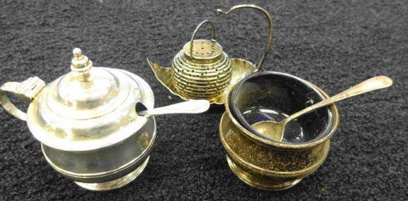 Sterling Tea Ball & Receiver, 2 Master Salts, 3.4 oz.