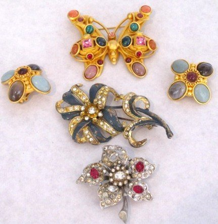 17: Vintage group costume jewelry