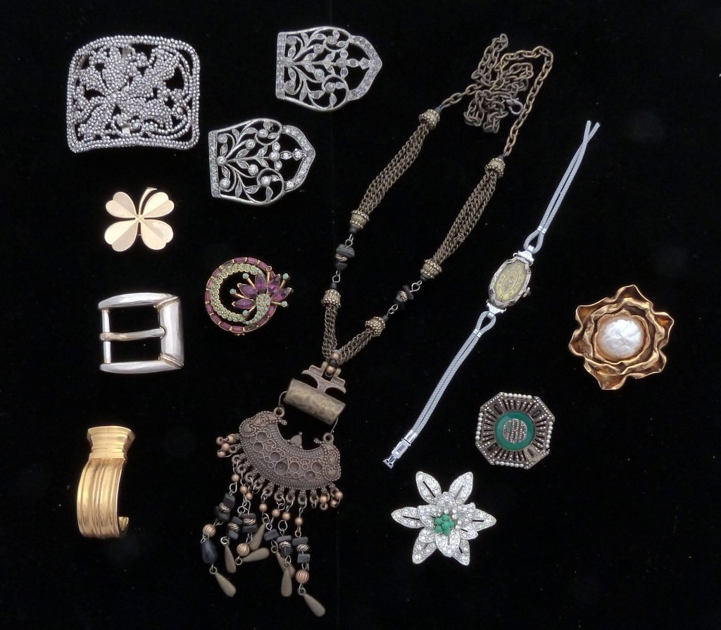 58: Assorted Lot of Accessories