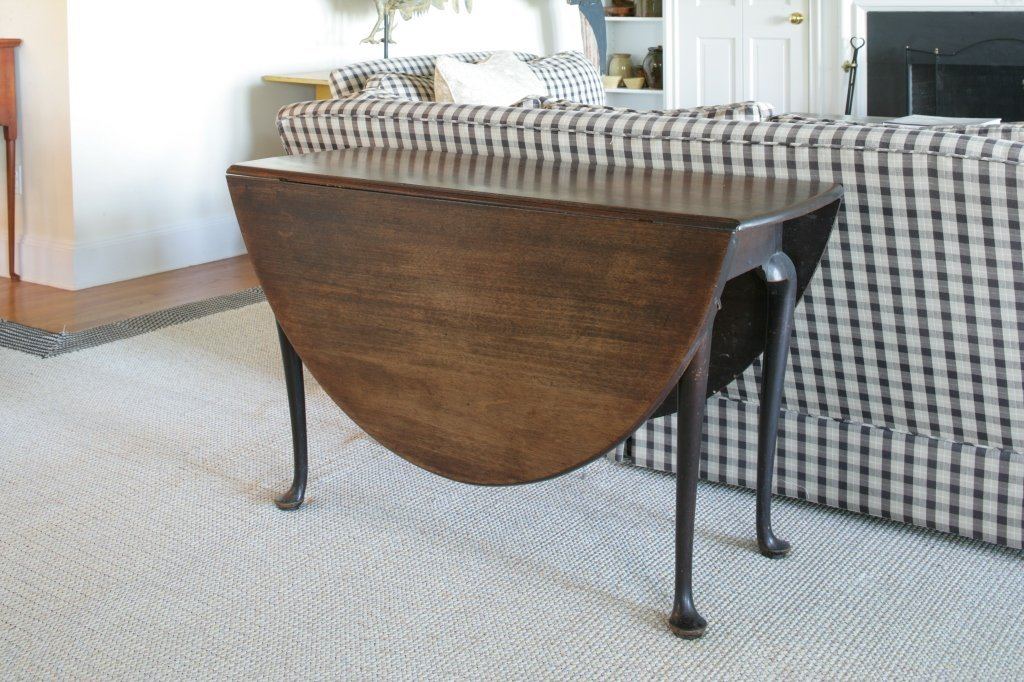 174:Bradlee Family Queen Anne Mahogany Dining Table