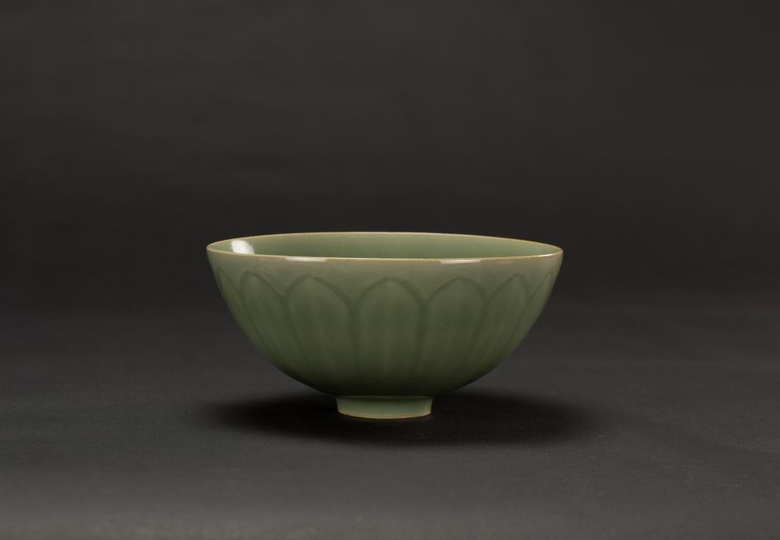 Qing-A Longquan 'Lotus ' Bowl