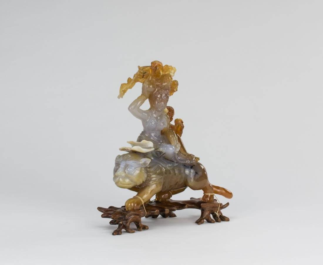 Early 20 Century-An Agate Carved Quanyin ride on Lion - 2