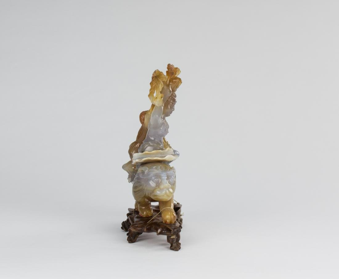 Early 20 Century-An Agate Carved Quanyin ride on Lion - 3