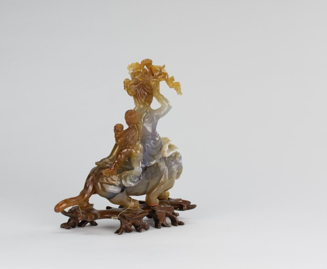 Early 20 Century-An Agate Carved Quanyin ride on Lion - 6
