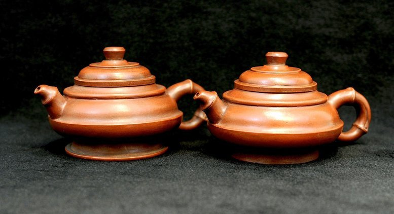 3013:Fan Shife, A pair of Teapot with Bamboo style