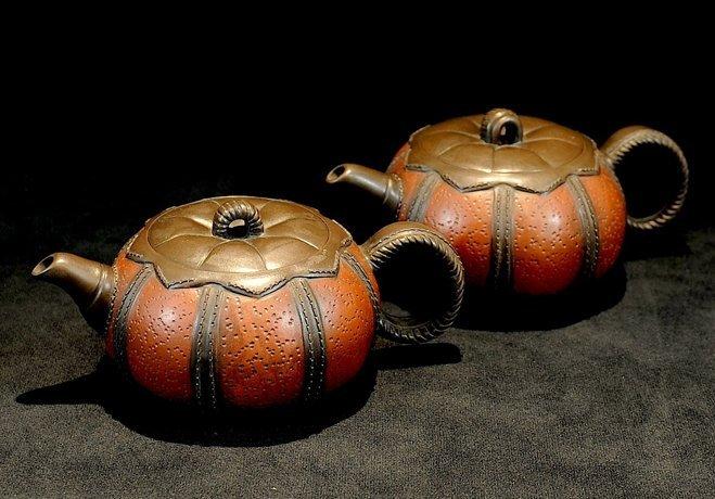 3016: Zhou Yingfang, A pair of Pumpkin shaped Teapot