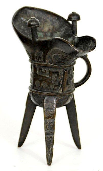 4002: Ming Dynasty (1368-1644) A bronze ritual tripod v