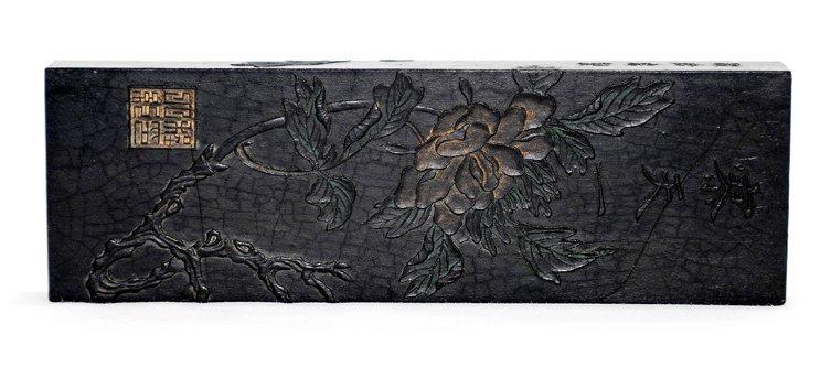 4010: A carved rectangular inkstone