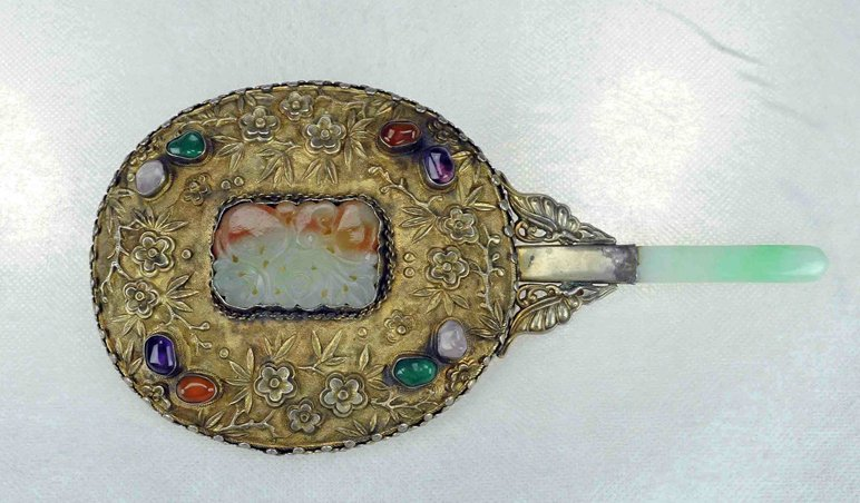 5008: Late Qing / Republic.A gilt bronze mirror with Ge