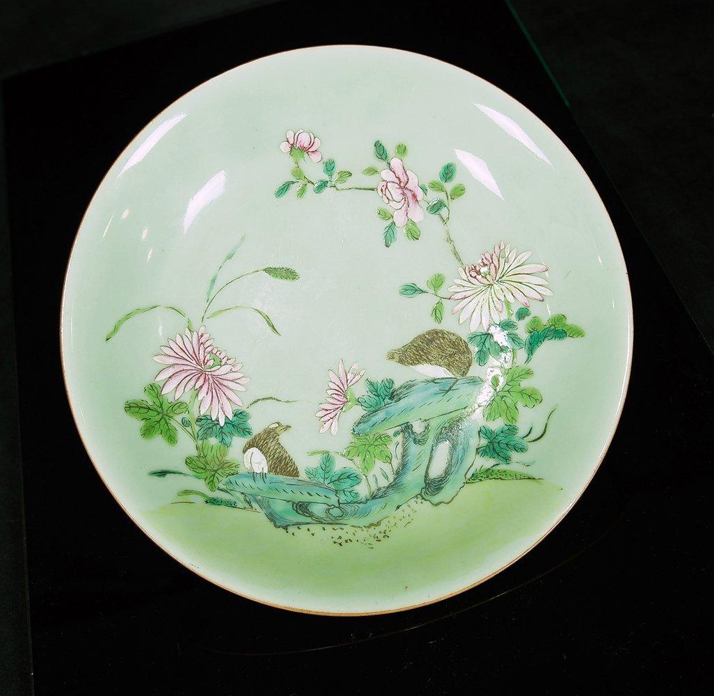 18th Century. A Famille Glazed Green Pea Ground 'anju'