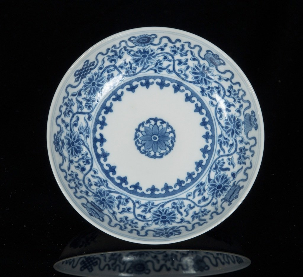 Qing Kangxi and of period. A blue and white interlockin