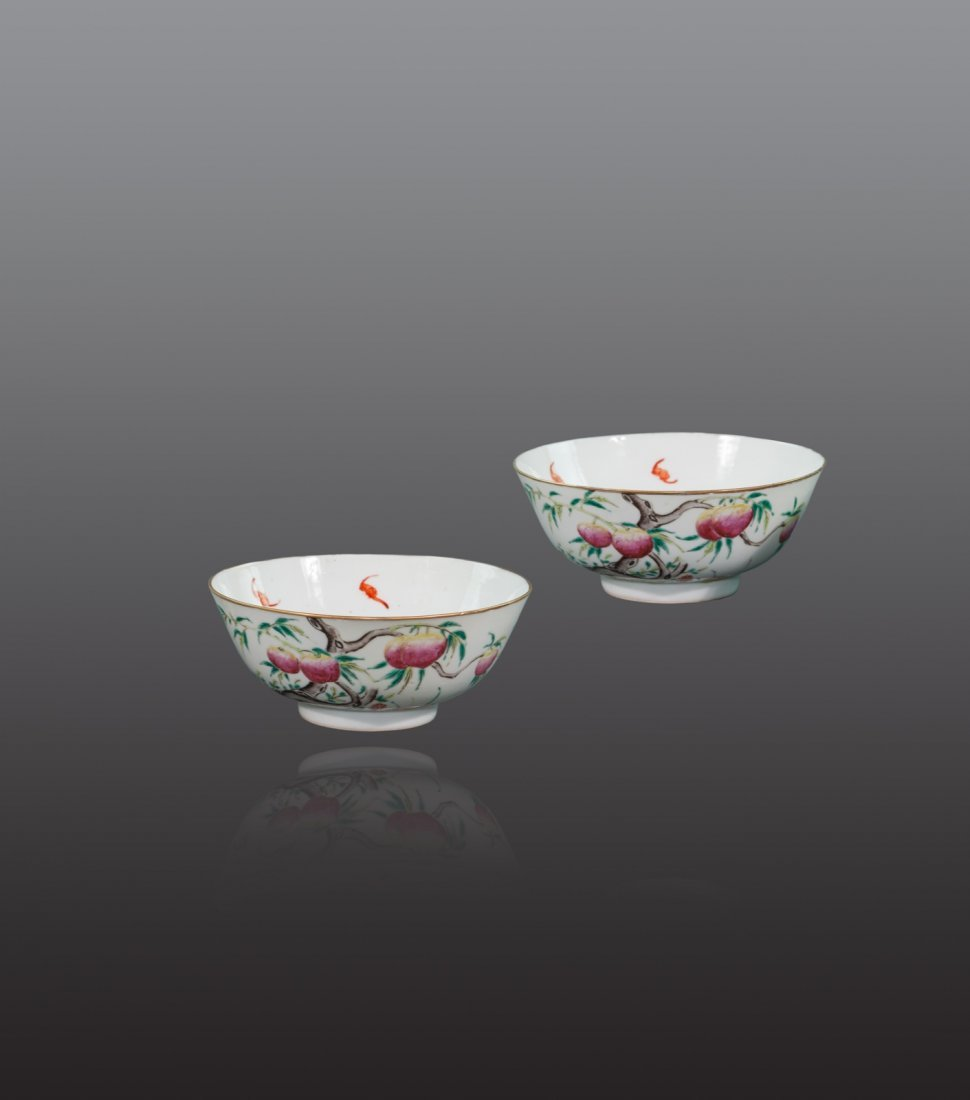 Qing - A pair of 'nine peach' famille rose bowl