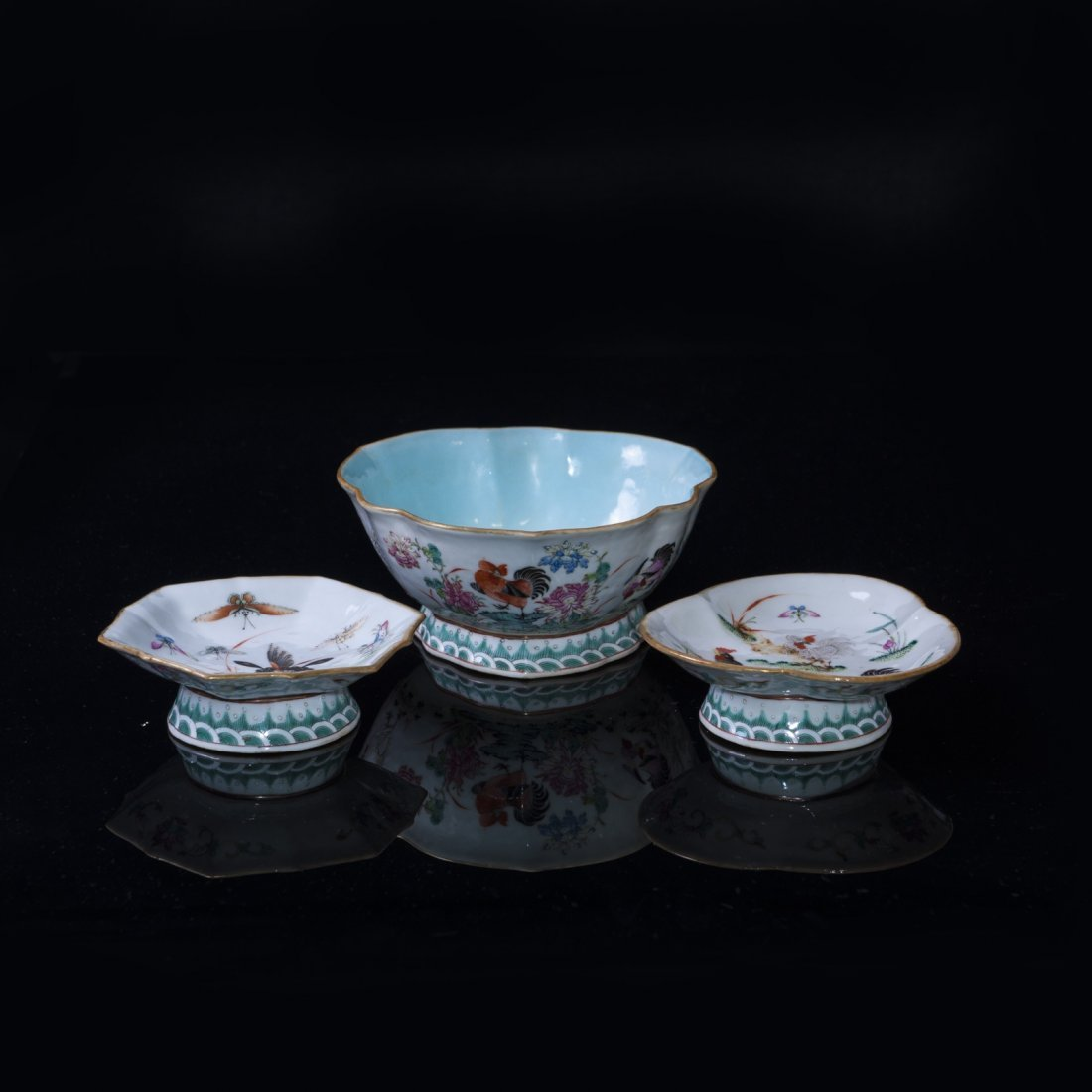 Late Qing / Republic - A set of famille-rose porcelain