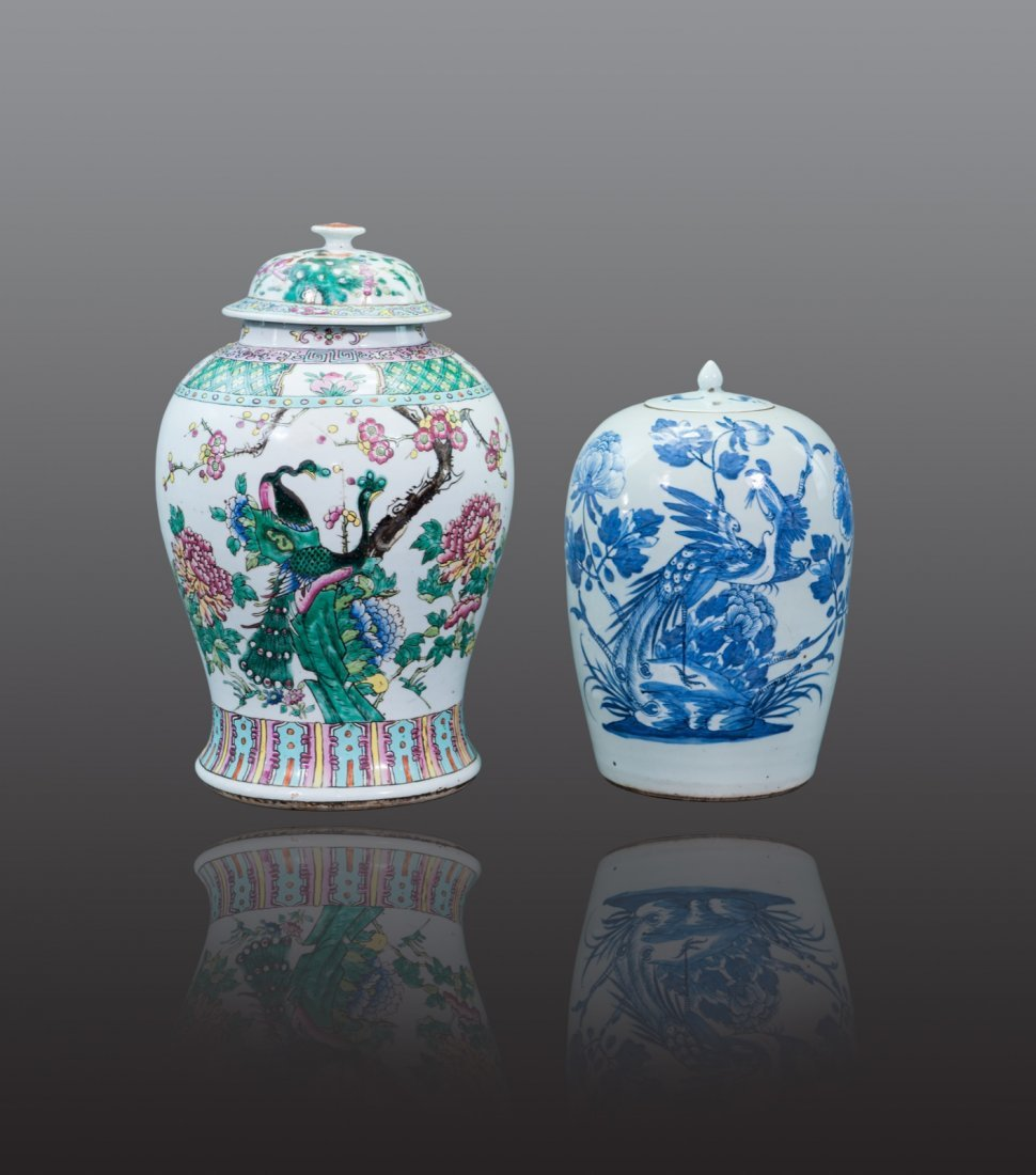 Early 20th century - Two  parcelain jars and cover