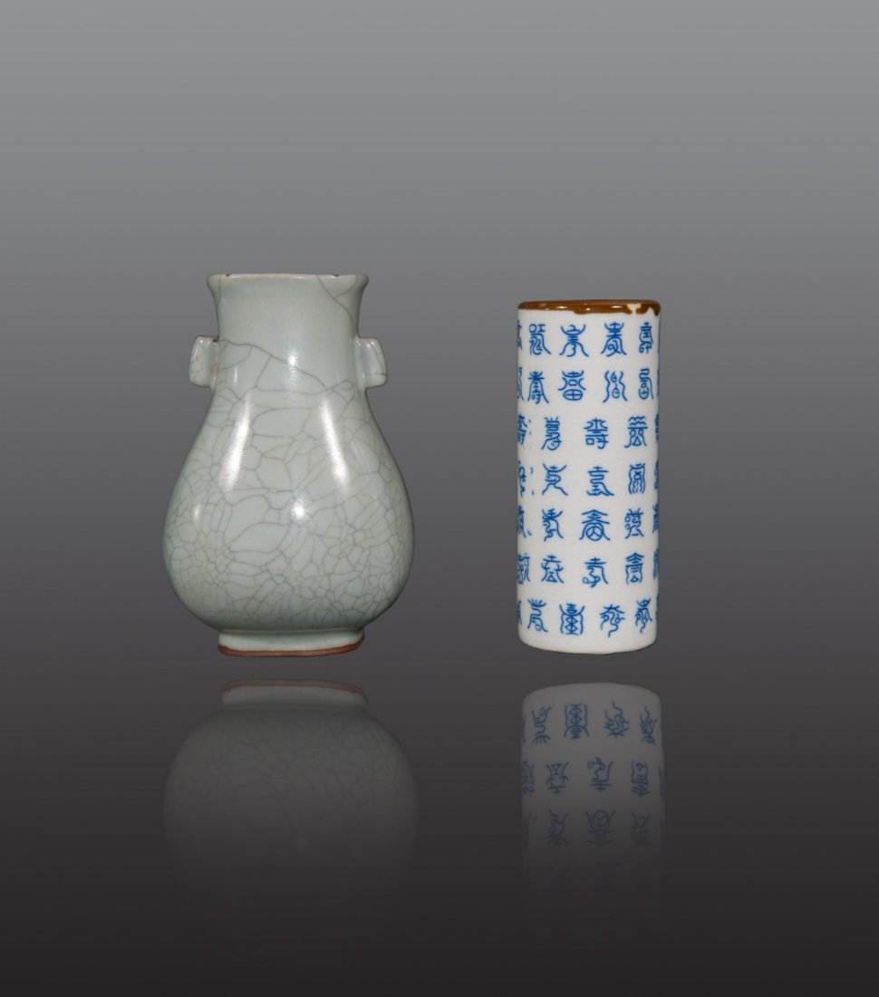 Early 20th century - A group of two procelain vase
