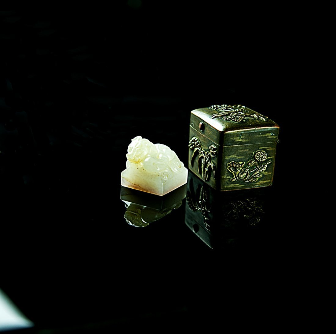 17th Century (1686-1730)-A fine imperial white jade