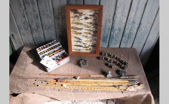 5021: Assortment of Fishing Items