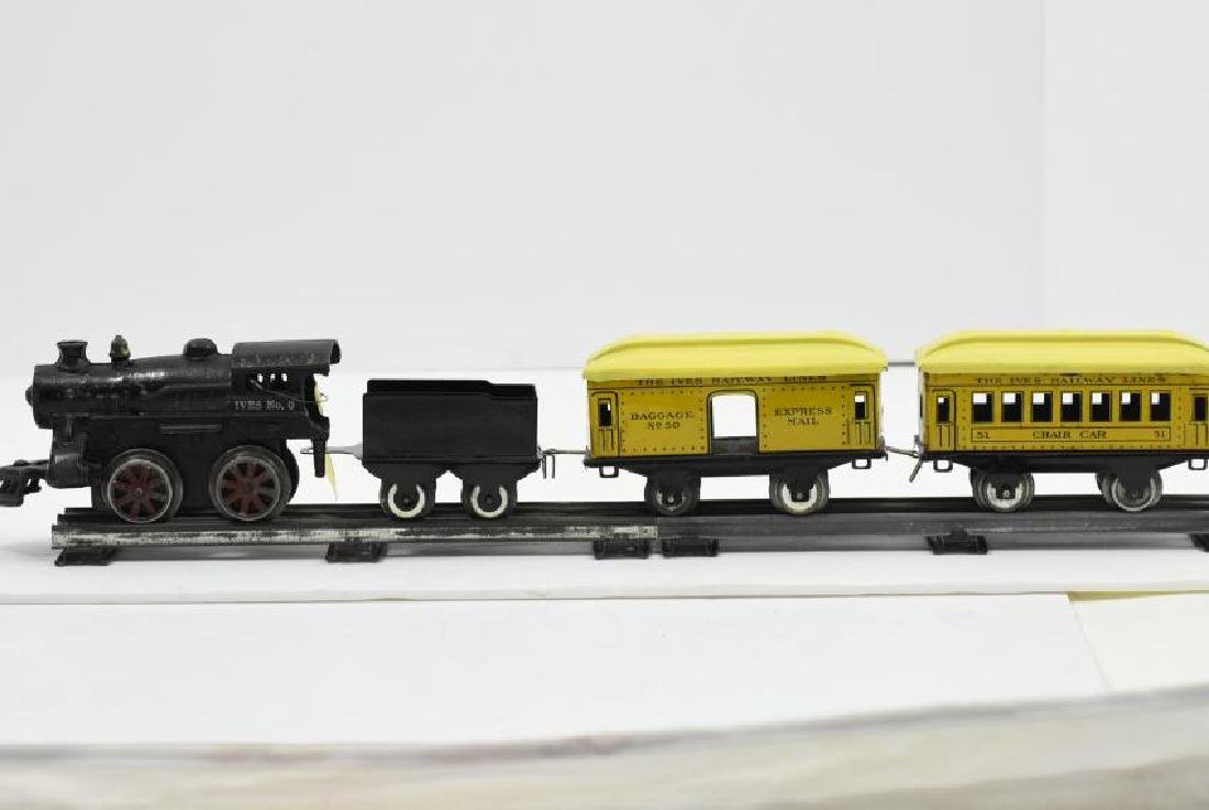Ives Wind Up Train with (3) cars