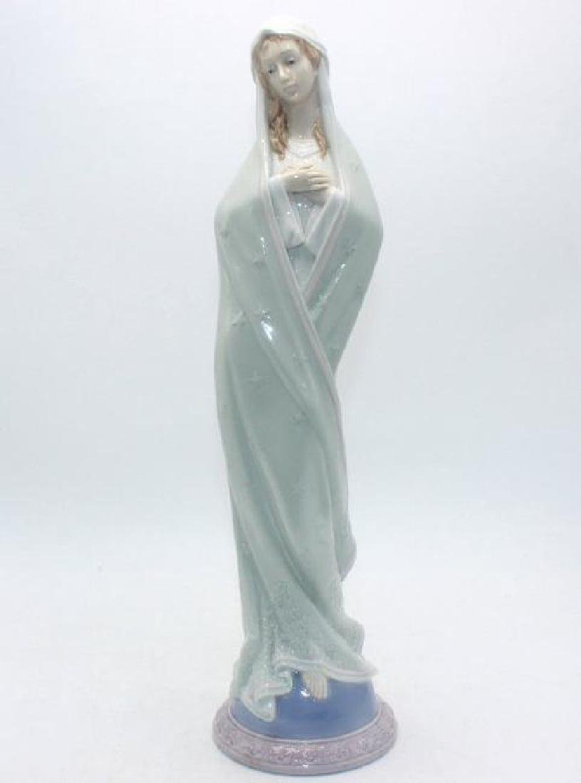 Lladro Porcelain Figurine #6631 Sweet Mary mother of
