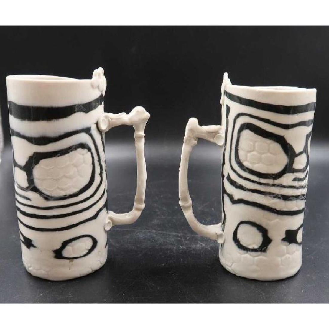 (Pair) signed ceramic mugs - 2