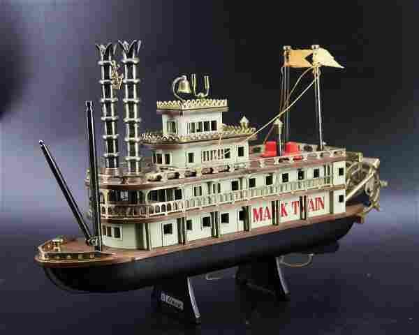 Vintage Mark Twain Riverboat Transistor Raido