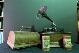 Thomas Edison Cylinder phonograph with horn 1899