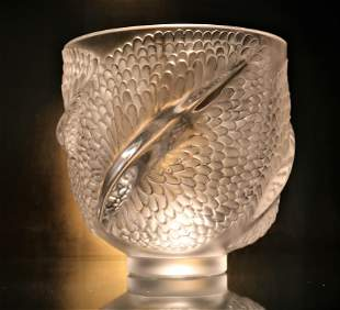 Lalique Crystel Andromeda Frosted Fish Tails on bottom