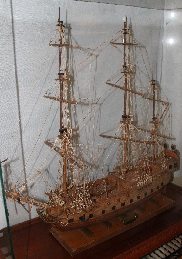 "117: Scaled model 3 mast sailing English ship.  The"" En"