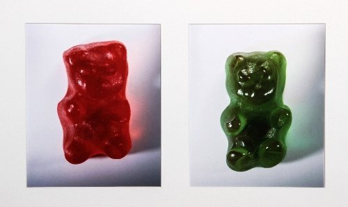 76: Vik MUNIZ (born in 1961), Red and green gummy bears